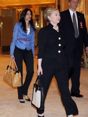 636080673514735448-AP-Clinton-US-ARE-Abedin-Weiner.jpg