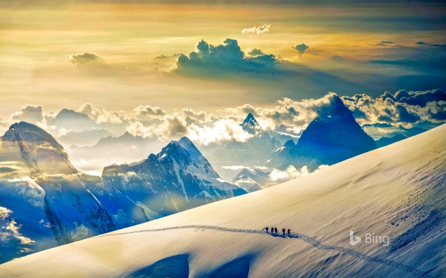 Climbers ascending Jungfrau, in the Bernese Alps, Switzerland.jpg